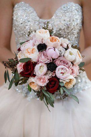Букет невесты с цветами различных тонов