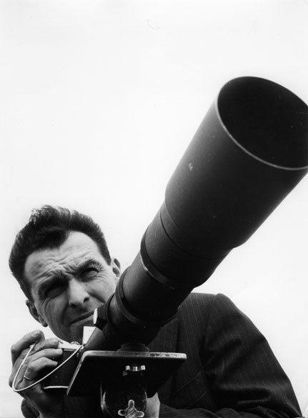 Robert DOISNEAU :: Autoportrait au téléobjectif, 1956