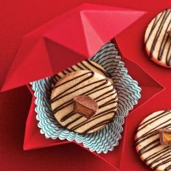 Make a star-shaped cookie gift box