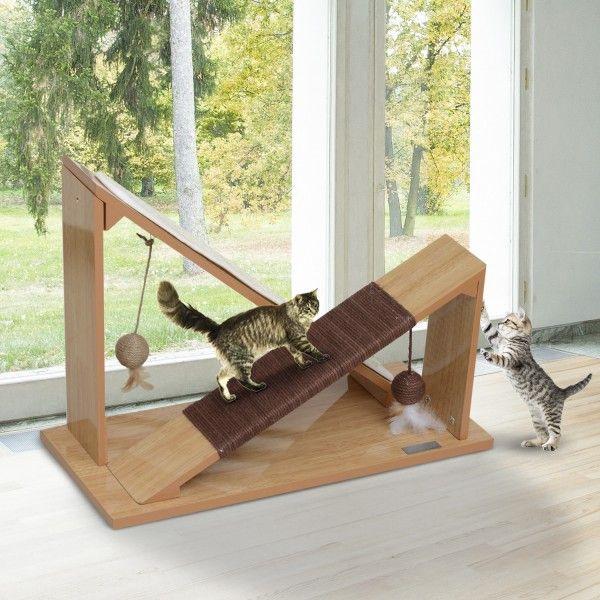Rascador para gatos de madera. Resistente a los arañazos. Tiene una rampa y una cuerda para que tu gato juegue. Moderno y elegante diseño, puedes ponerlo en un rincón de tu casa y no desentonará con la decoración. Medidas: 55x25x41cm (LxAnxAl). Puedes comprarlo online en https://www.aosom.es/mascotas/pawhut-rascador-gato-madera-sisal-55x25x41cm.html con envíos gratis a España y Portugal en 24h/48h.