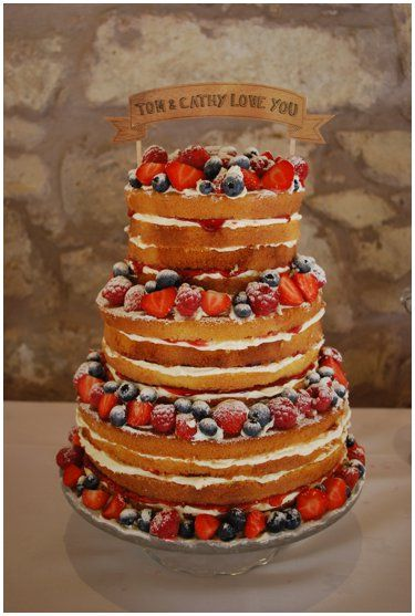 Love this simple victoria sponge #weddingcake