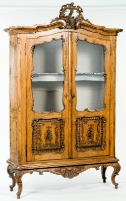 84 best images about vintage victorian furniture on pinterest for Queen victoria style furniture