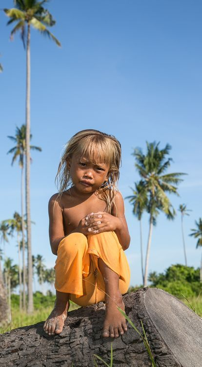 A  sea gypsy children that for me quite interesting to photoshoot. With her blonde hair, which is not common among sea gypsy, I manage to photoshoot her alone although her siblings and friends insist of having them taken photo with her.