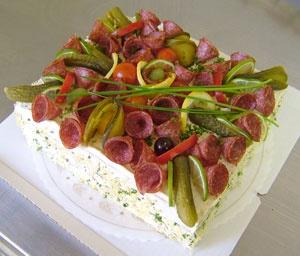 Voileipäkakku liha,20hlö. (Kuvassa 15 hlön kakku) (laktoositon)
