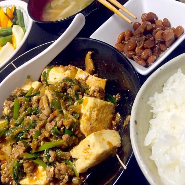 麻婆豆腐 温野菜 ディップは手作り(^o^)<キャベツとベーコン 煮豆 具だくさん中華スープ ご飯  95。 写真うまくとれない、大変残念(/ _ ; ) - 8件のもぐもぐ - 4/8夜ご飯 by m12sgc
