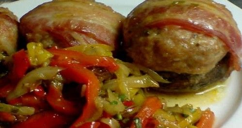 Рецепт фрикаделек с беконом в грибных шляпках - очень вкусно и оригинально с красивой подачей. Ингредиенты и описание процесса приготовления.