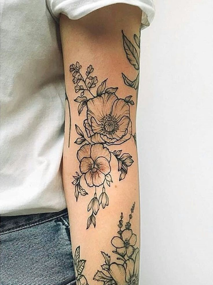 Floral sleeve, I really like the negative space in these flowers – #TattooPlacem…