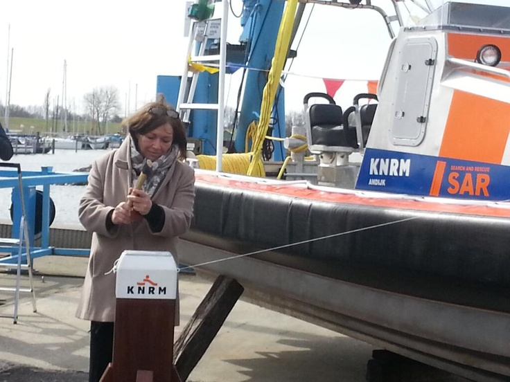 Eric Prins @Eric_Prins Aanwezig bij de doop van de nieuwe reddingsboot van #KNRM reddingsbrigade 't Span. Boot & redders een behouden vaart!
