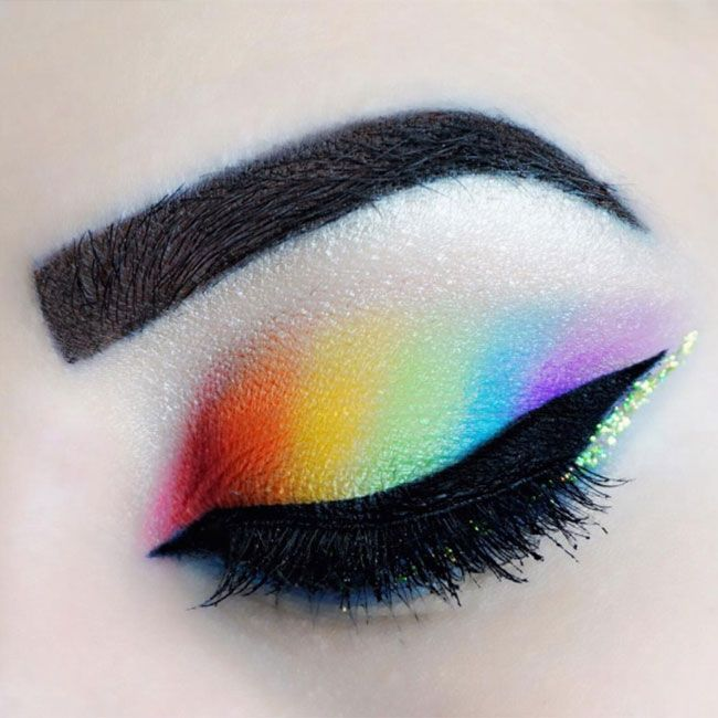Eyeshadow We're huge fans of /jb/.beautyblog's gorgeous rainbow eyeshadow - complete the look with a slick of black liquid liner and flawlessly groomed eyebrows.