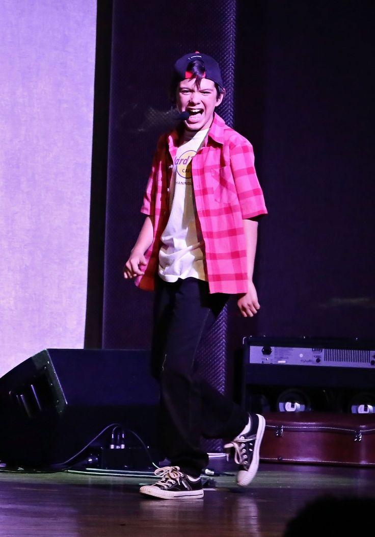Henno William live on stage