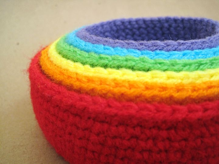 rainbow nesting bowls or baby toy. worsted weight yarn.  free crochet pattern from seriously daisies.