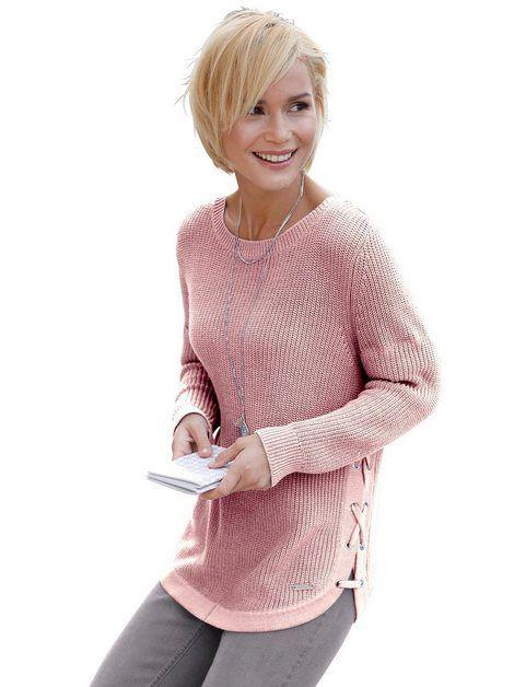 Pullover mit Schnürungen und Ösen seitlich verziert