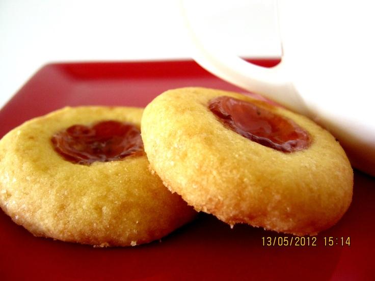 strawberry jam shortbread (jamdrop)