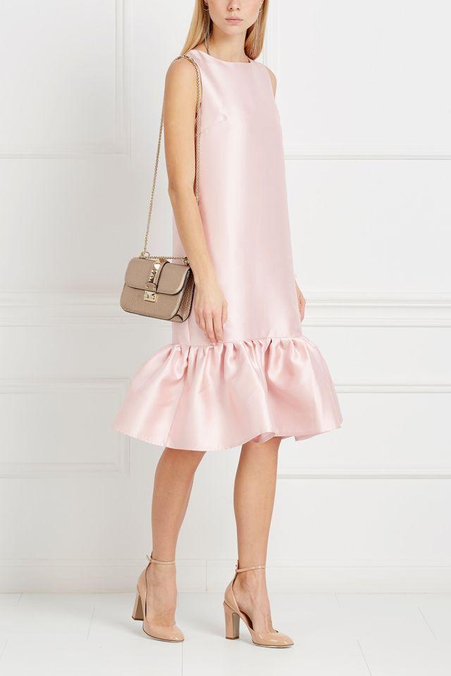 Платье с воланами T-Skirt - Однотонное романтичное платье светло-розового цвета из коллекции российского бренда T-Skirt в интернет-магазине модной дизайнерской и брендовой одежды