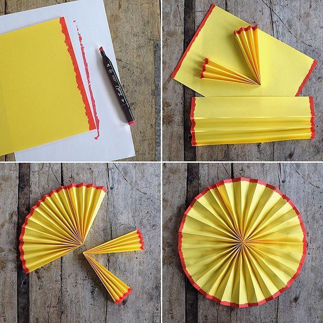 Nu är det kräfttider så passa på att göra en egen kräftmåne! Vad som behövs: Tre gula A4-papper, röd tuschpenna, lim (gärna limpistol) Gör så här: 1. Måla kortsidorna med röd tuschpenna på ett gult papper, både på bak och framsida. 2. Vik hela pappret, långsidan, i dragpelsvikning. 3. Vik på mitten. 4. Limma ihop de två