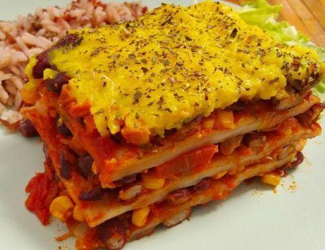 Aprende a preparar lasaña de verduras vegana sin pasta - ¡Al estilo mexicano! con esta rica y fácil receta. Si te gusta la comida mexicana te va a encantar esta...
