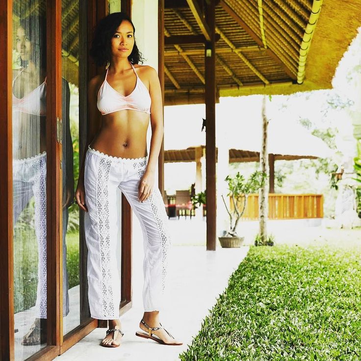 This is our 'Gypsy Pant' from Balinese white cotton. Perfect for a hot summer day or as stylish nomad payama pants. What do you think of our new collection? It will be online soon but already available in our Ubud shops on Bali. #bliss #white #balineselace #lace #pants #gypsypants #pyamapants #gypsystyle #boheme #bohemianstyle #SOAgypsy #islandlife #imadeyourclothes #fashionrevolution #youchoose