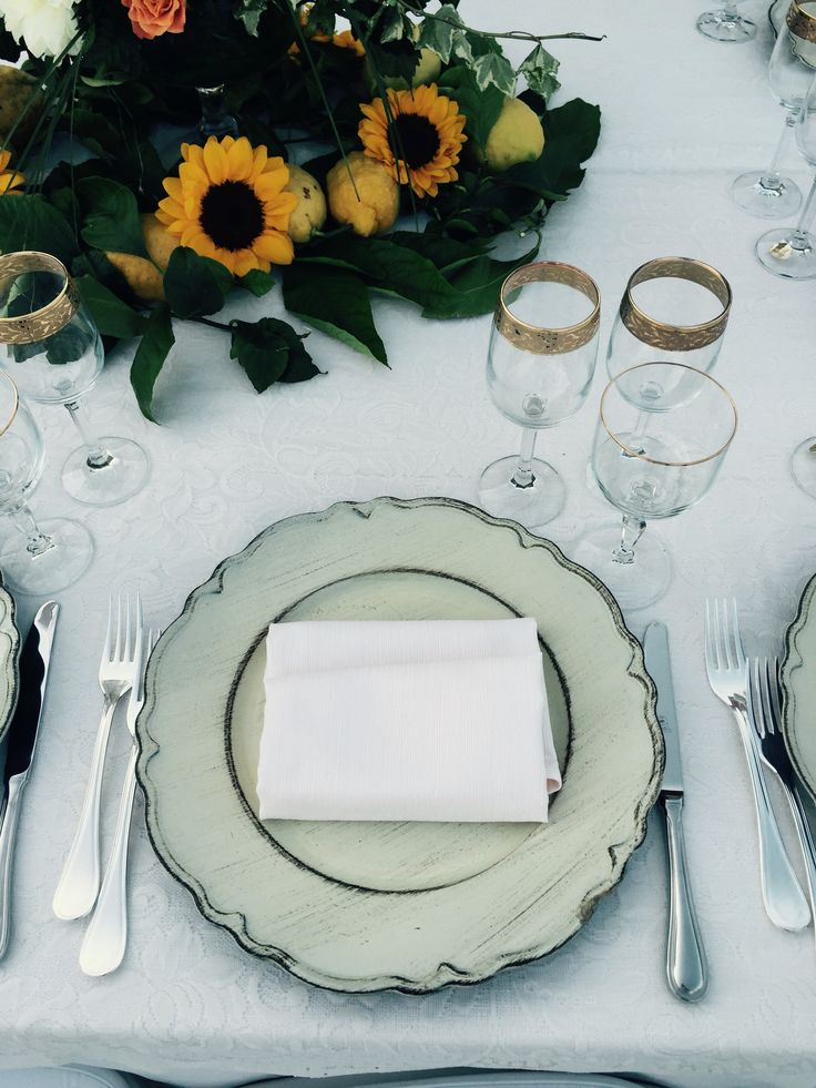Wedding Day, Wedding table, gold glasses,  Villa Minuta, Scala, White, Yellow and Orange colors, Olga Studio, Sposa Mediterranea, Federica wedding Planner