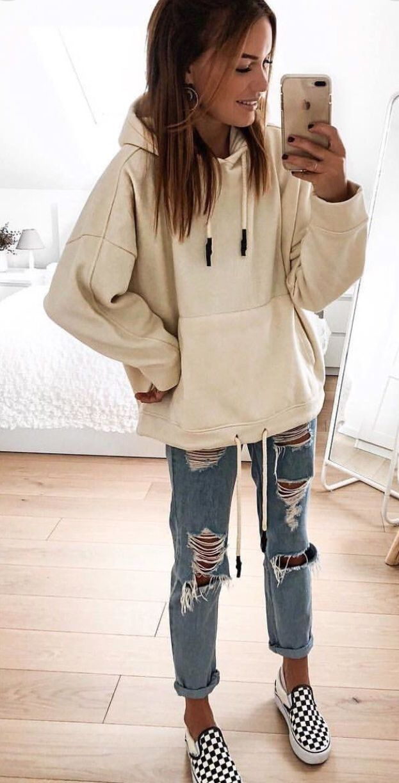 Sweat à capuche large avec jeans
