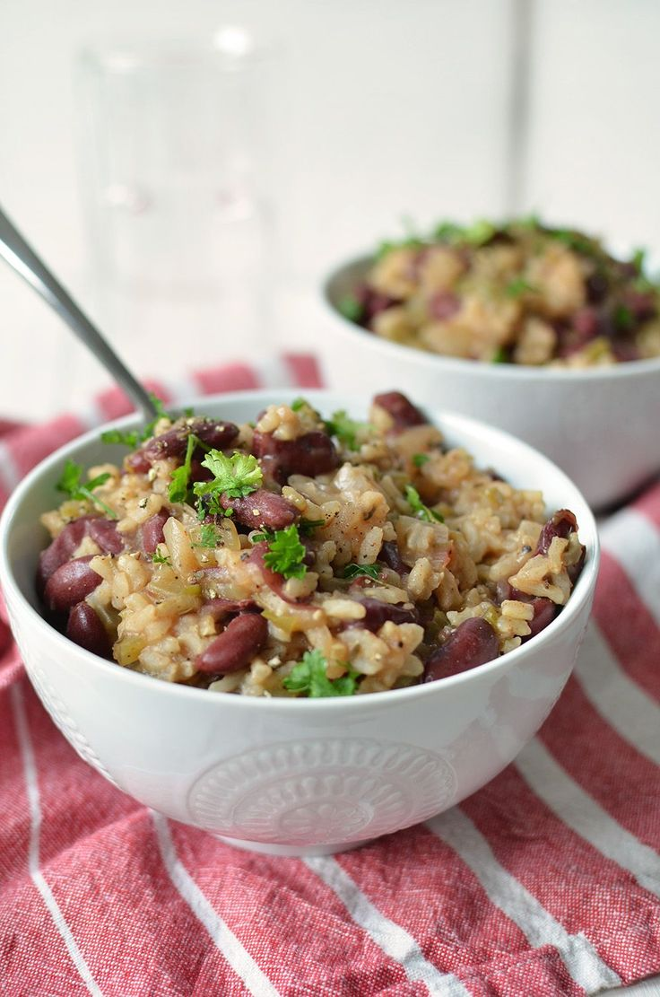 Slow Cooker Red Beans and Rice! This vegan and gluten free meal is so satisfying- perfect for chilly days! | www.delishknowledge.com