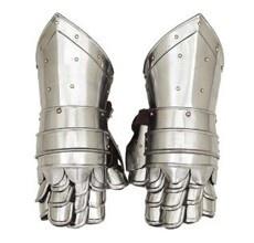 #RUNWAYREPORT: Moncler Gamme Bleu by Thom Browne - armor #gloves
