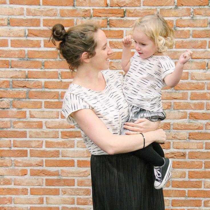 Voor haar meest recente Petite Couture Creators project ging Laurence aan de slag met de tijdloze chalk off white van Atelier Brunette. Het werd de Trop Top van Ivanne Soufflet. Ze maakte er eentje voor dochter Céleste, maar ook eentje voor zichzelf. Het... #kleding #meisje #petitecouturecreators