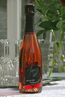 Guigard Rosé, flavour of red fruits. Great with sheep cheese herbs coated.