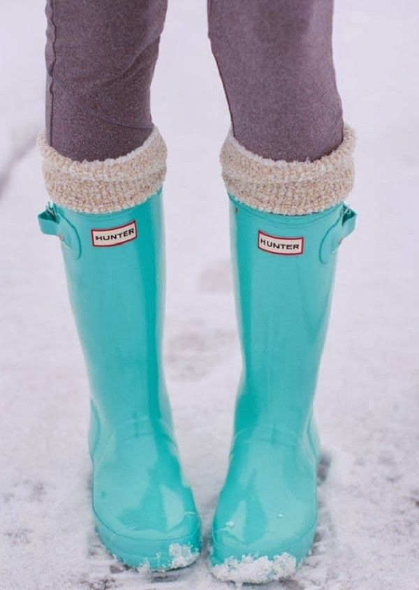 How to style rain boots via Sugar and Chiffon. I NEED those Hunters.