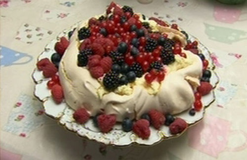 Berry Pavlova, the best thing I have ever eaten. A classic British pudding (dessert)!!!
