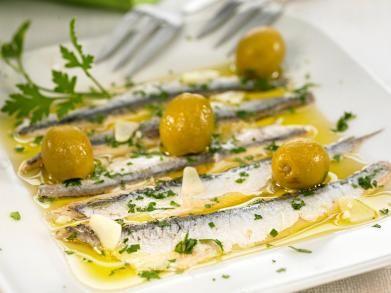 Gemarineerde ansjovis met olijven
