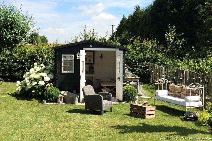 Abri de jardin en bois pas cher, comment customiser un abri de jardin avec de la peinture et quelques meubles anciens.