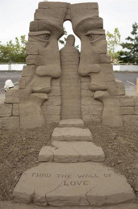 Arte de un día. Esculturas de Arena. Todo es para el Mar - Taringa!...I have no idea what this says.  Translation please