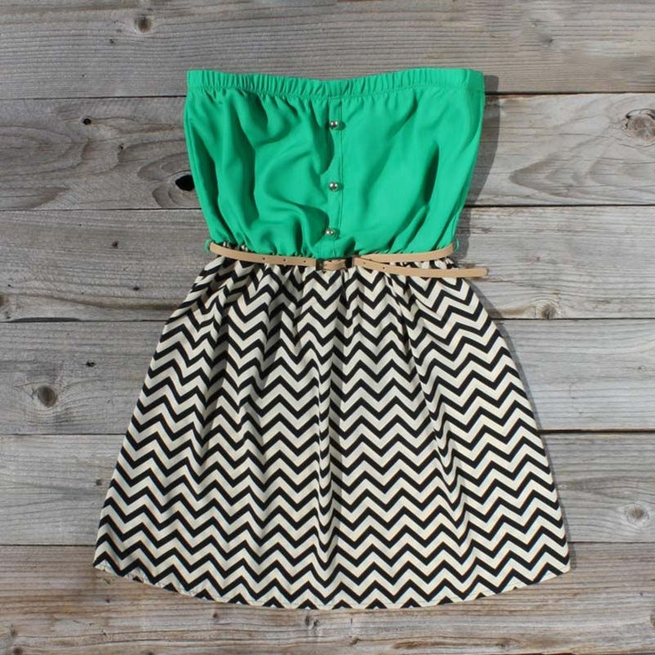 green & chevron printed dressColors Combos, Summer Dresses, Fashion, Style, Cute Dresses, Clothing, Chevron Pattern, Green Dress, Kelly Green
