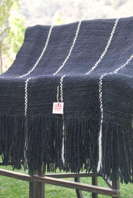 Manta negra, rayas blancas - 100% lana de oveja
