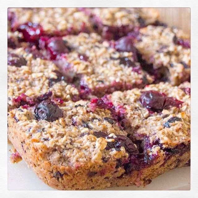 Guest Recipe: Blueberry Porridge Squares | Deliciously Ella
