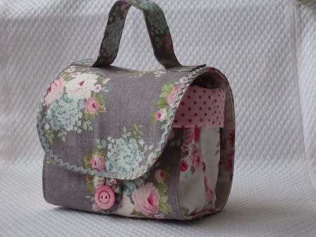 Mug bag - pattern is to be found here: http://www.red-brolly.com/red-brolly/2012/09/sew-chic-butterfly-mugbag.html