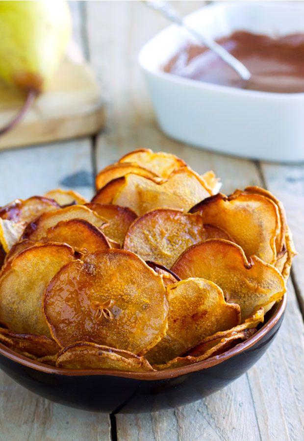 Niet alleen aardappelen zijn perfect om dunne chipjes van te maken, er zijn nog genoeg andere gezonde varianten die net zo crispy en lekker kunnen worden, óók zonder ze door het frituurvet te halen. Zie hieronder 15 heerlijke recepten. Via de linkjes boven de foto's kun je het volledige recept vinden. 1. Appel-kaneel chips  […]