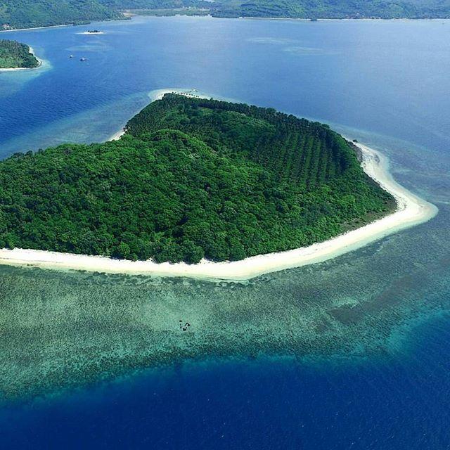 Gili Tangkong Island,Sekotong,West Lombok,NTB #thisisindonesia Photo by @herkiandi
