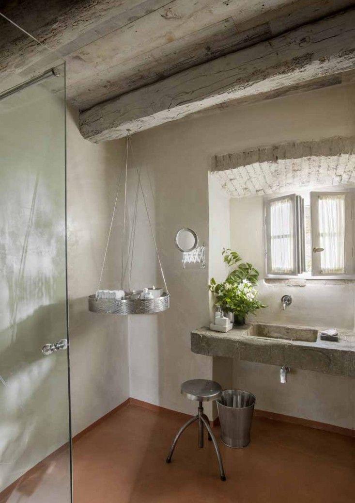 Monteverdi bathroom in Tuscany ; Gardenista