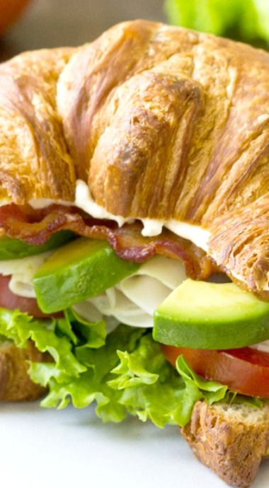 Turkey Avocado BLT Croissant Sandwich http://www.1502983.talkfusion.com/es/products/
