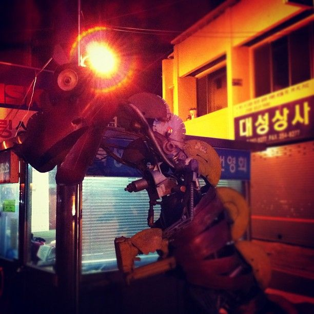 zoooukh / #괴물 / 대구 중 북성로 / #골목 #길 #거리 / 2012 10 02 /