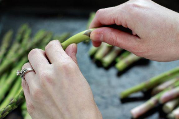 Salute Spring! Asparagus (Recipe: Cream of Asparagus Soup) on http://www.simplebites.net
