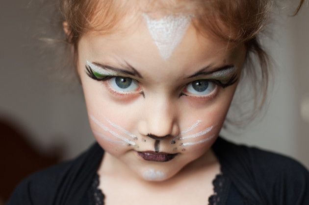 Pretty cat make-up any girl would want to wear - including the grown ups.