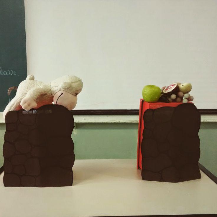Com Eva coldo numa caixa de sapato fiz os altares pra colocar as ofertas em cima. Ficou legal, era uma aula pra maiores aí não precisou de b...