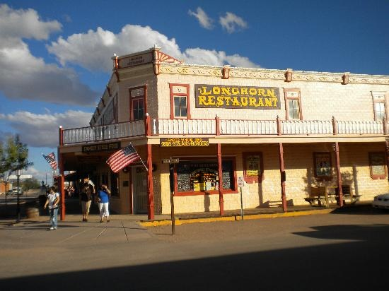 The #Longhorn Restaurant in #Tombstone AZ best deep dish apple pie ever. its positively sinful .. just sayin