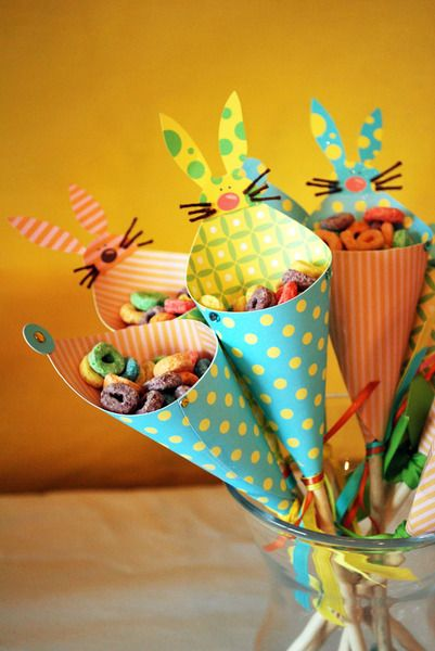 Bunny cones to hold treats! #Easter #kidspartyEaster Parties, Brunches, Easter Bunnies, Parties Favors, Parties Ideas, Easter Gift, Parties Treats, Easter Treats, Easter Ideas