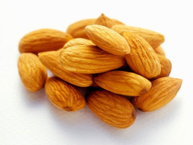 بادام کا سب سے اہم فائدہ دماغ سے متعلق ہے، دماغی کمزوری اور حافظہ کی کمزوری میں بادام کھانا بہت فائدہ مند ہوتا ہے ۔ -  https://www.facebook.com/pages/Homeopathynutritionherbs/138439162917723