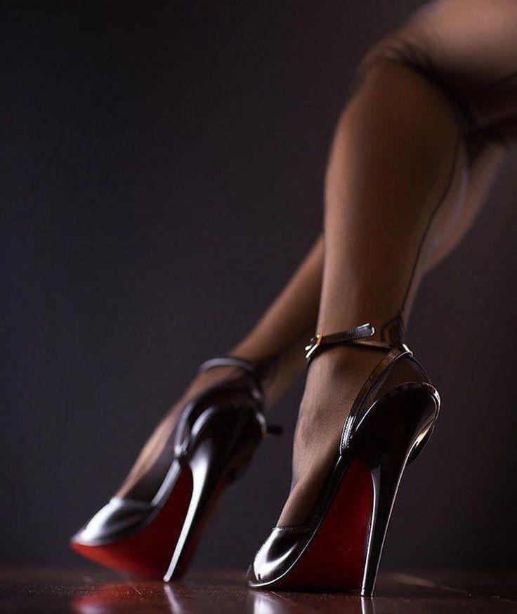 розовая головка фото замок между женских ног паутине дремлют мушки