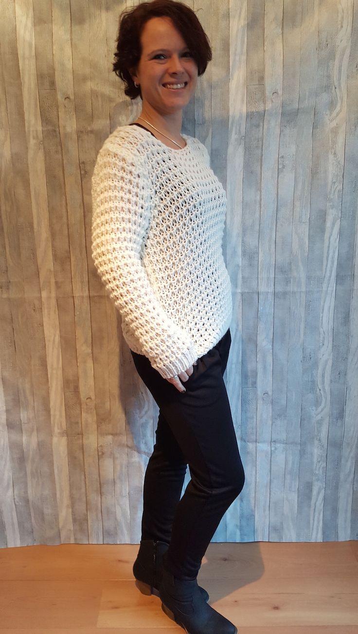 Yeah! Deze heerlijke eigenwijze grof gebreide truien nu ook in het wit en grijs! Scoor hem op www.ebm-shop.nl