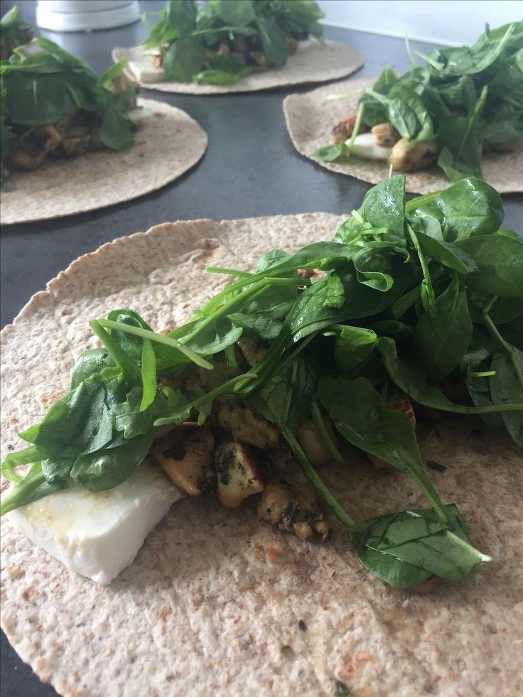 Fuldkorns wraps m. Marineret kylling, frisk spinat og bøffel mozzarella